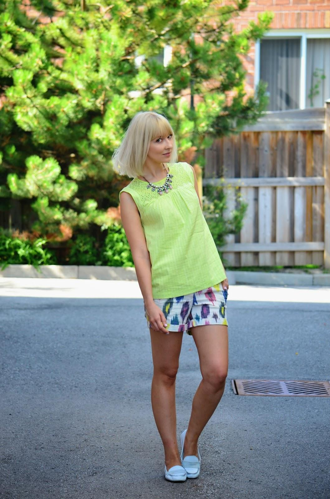 summer outfit, neon outfit, how to style neon top, jcrew top, jcrew shorts, gap loafers