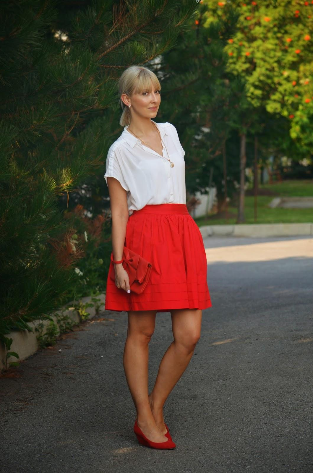 red skirt, red skirt style, banana republic skirt, casual style, red and white style