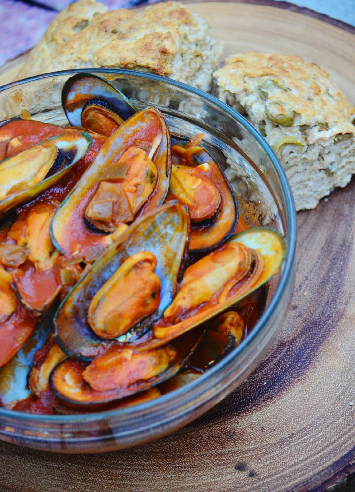Food, Seafood, Mussels, Cook, Cooking, cooking fun, fast cooking, tomato sauce, eating healthy, healthy eating, tomato basil, tomato basil mussels