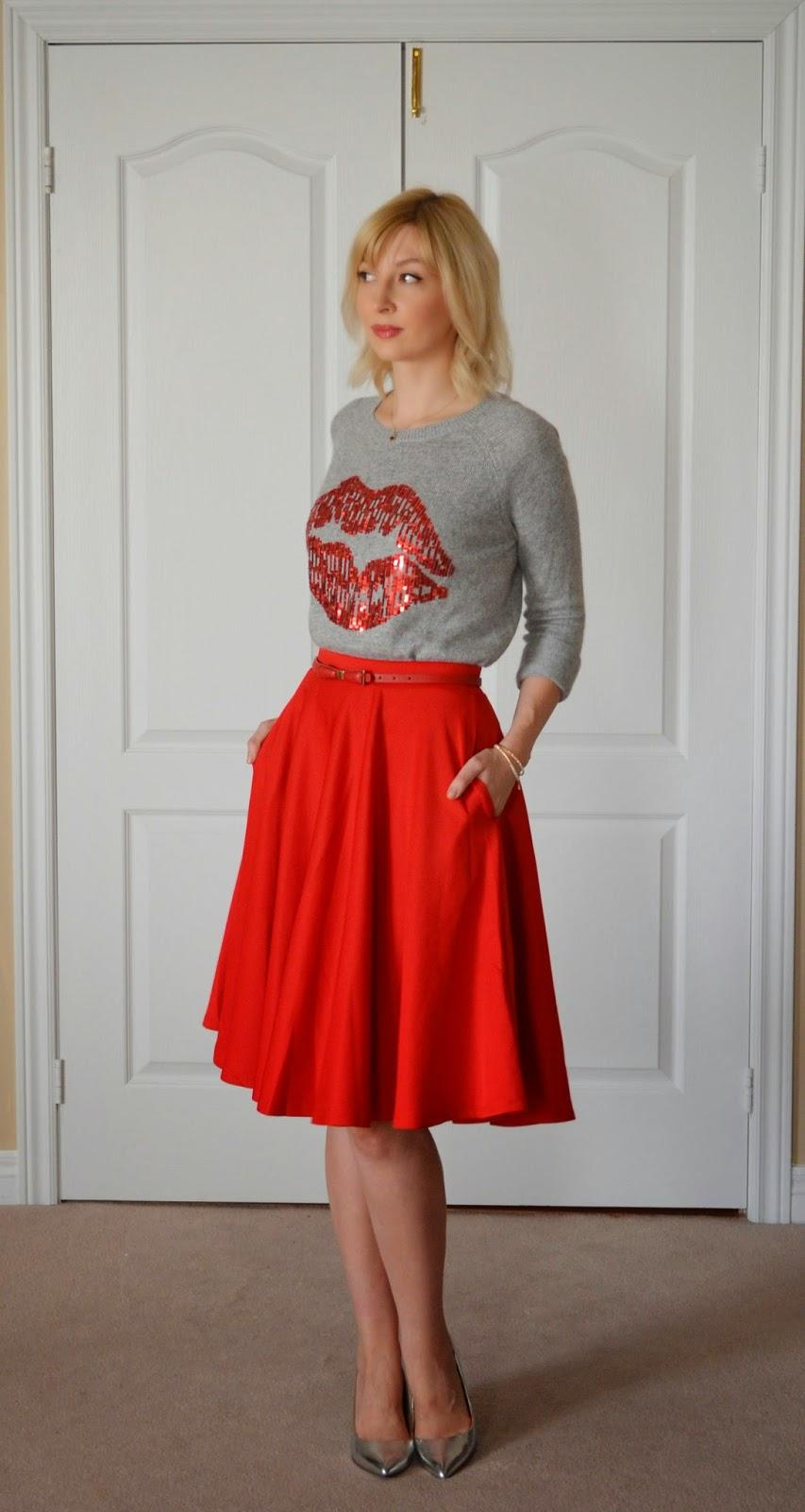Style, midi skirt, red skirt, red lips, lips sweater, Christmas, winter, winter style, Asos, H&M, red skirt tryle, how to style red skirt, red midi skirt, midi skirt, midi skirt style, asos red skirt