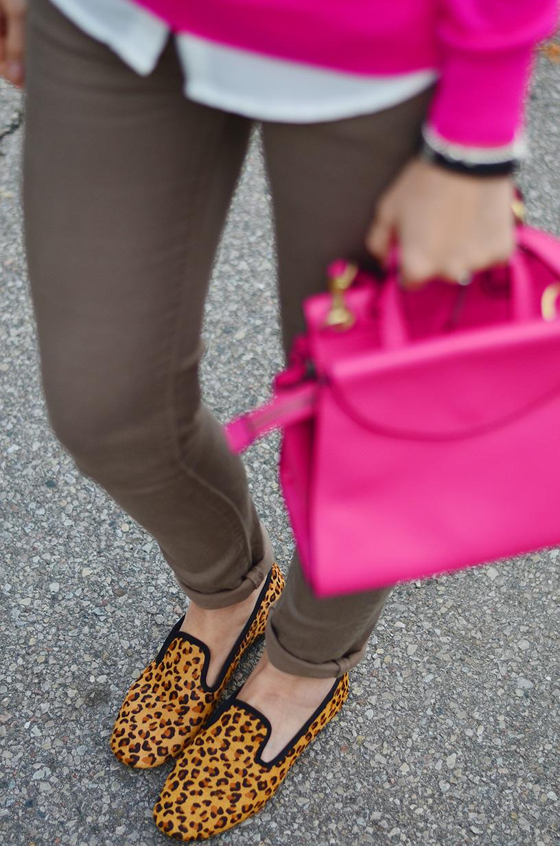 style, ootd, preppy, preppy style, office style, fashion blogger, style blogger, fuchsia sweater, leopard shoes,